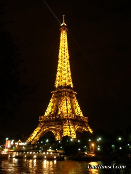 Menara Eiffel dan Sungai Seine
