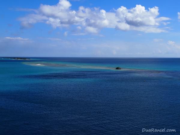 Pemandangan laut dari Oranjestad, ibukota Aruba, Karibia
