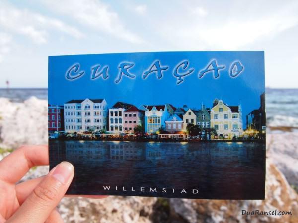 Kartu Pos Dua Ransel Willemstad Curacao