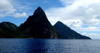 The Pitons, volcanic plugs di Saint Lucia, Karibia