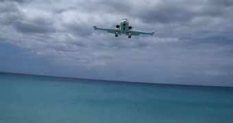 Maho Bay Beach (Airport runway beach), Sint Maarten