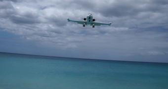 Maho Bay Beach (Airport runway beach), Sint Maarten