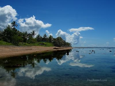 Fiji: Perfect mirror on Fijian lagoon