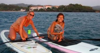 Honduras - Roatan - Paddleboarding - Dina and Dawn - VagabondQuest 800x600