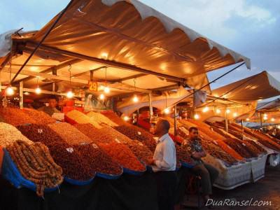 Jualan manisan di Jemaa el-Fnaa - Marrakesh, Maroko