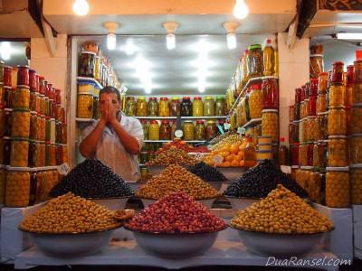 Penjual acar zaitun - Marrakesh, Maroko