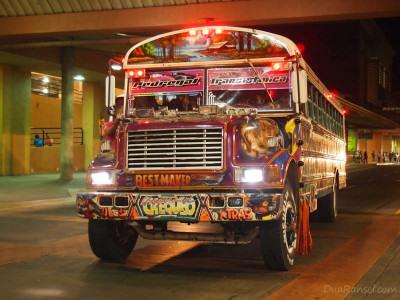 """Chicken bus """"diablo rojo"""" alias setan merah di Panama City"""