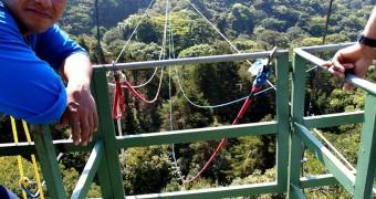 Persiapan Tarzan swing - Tur zip-line kanopi, hutan hujan-pegunungan Monteverde, Kosta Rika