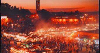 Kartu Pos Dua Ransel: Jemaa el-Fna di Marrakesh, Maroko