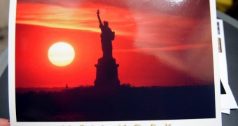 Kartu Pos DuaRansel 12: New York City - Liberty Statue at sunset