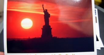 Kartu Pos DuaRansel 12: New York City - Liberty Statue at sunset