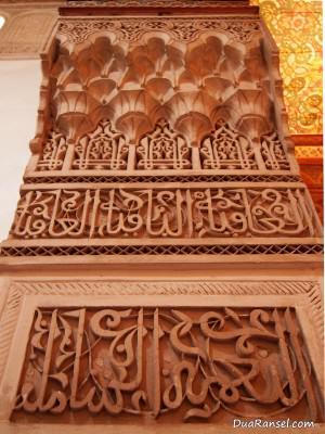 Ornamen kolom di Bahia Palace, Marrakesh, Maroko