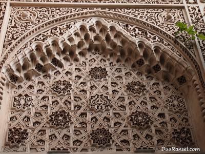 Ornamen dinding di Bahia Palace, Marrakesh, Maroko