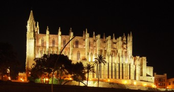 Spain - Mallorca - Palma Cathedral reflection at night - vertical - DuaRansel thumb spectrum