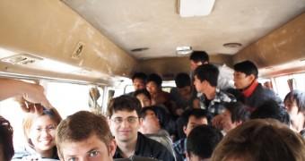 Foto berdua terakhir, naik bus lintas-darat perbatasan Laos dan Vietnam. 20 kursi, 40 orang, 5 ayam, 12 jam.
