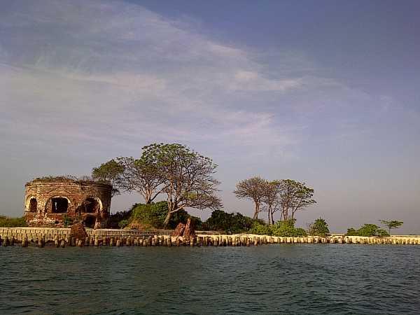 Turnamen Foto Perjalanan: Laut. Pulau Kelor (gugusan Pulau Bidadari) Kepulauan Seribu. © Harry_Mdj