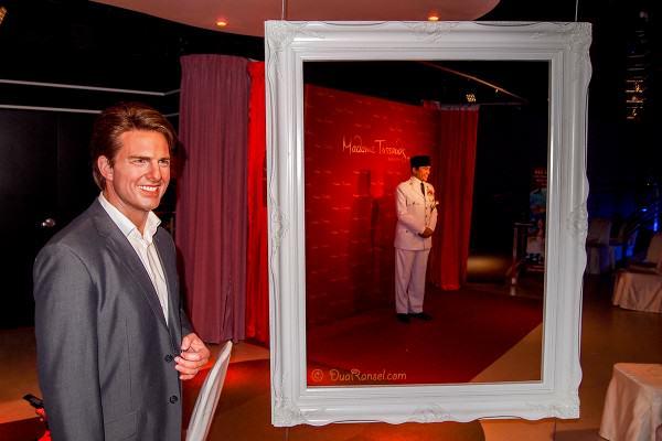 Madame Tussauds Bangkok - Tom Cruise and Soekarno