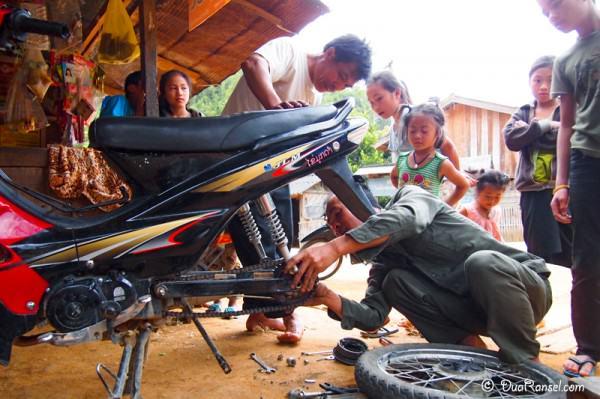 Laos - Vieng Xai get lost
