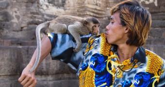 Thailand Lopburi - Prang Sam Yot - I love you Monkey