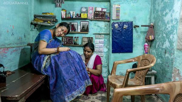 Varanasi - sari and henna