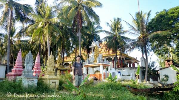 Kuil dan tanah pekuburan | Kampong Khleang