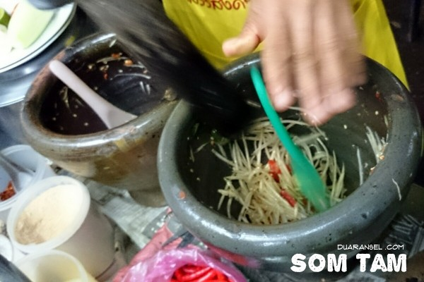 Best Thai food - Som tam, green papaya salad